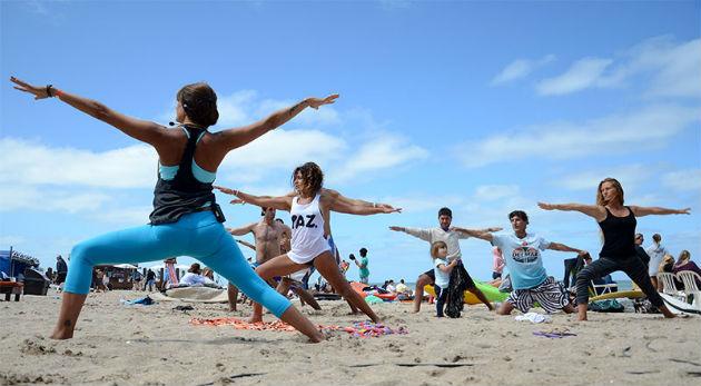 Clases-de-yoga-a-cargo-de-la-profesora-Karina-Sauro