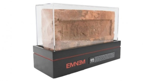 EMINEM-brick-600x315