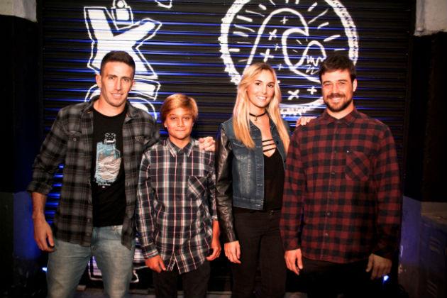 El team Quiksilver dio el presente - Maxi Siri Andy Mondo y Lucas Santamaria junto a Maia Cassani