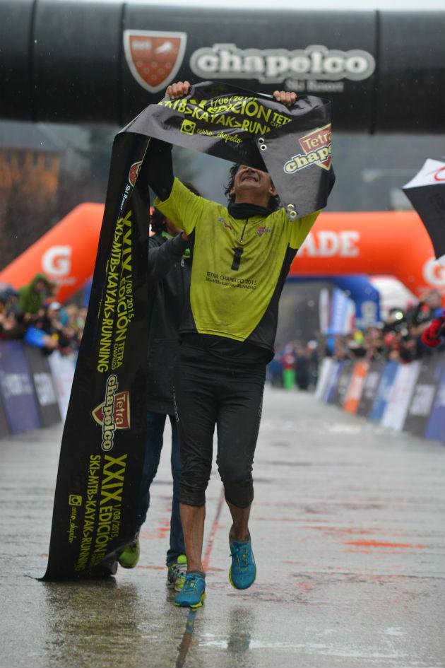 Fabian Vera cruzando la meta  CHapelco 2015 DAC_0356