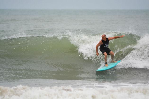 Javier Etchegoyen Surfeando