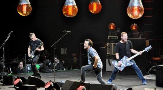 Pearl-Jam-Barclays-14-580x385