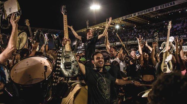Rockin'-1000-la-banda-de-rock-más-grande-del-mundo-1278x720