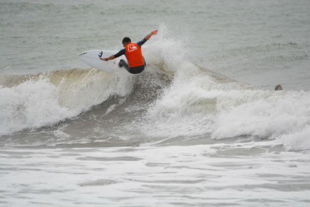 Santiago Aguerre Surfeando 1