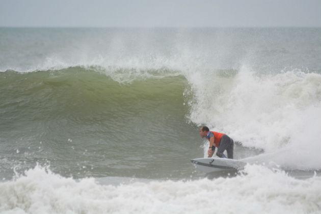 Santiago Aguerre Surfeando
