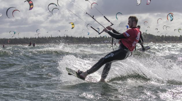 a-competitor-in-action-at-red-bull-coast-2-coast-2015-kiteboarding-race