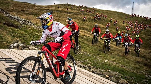 descenso-gee-atherton-red-bull-foxhunt-2016