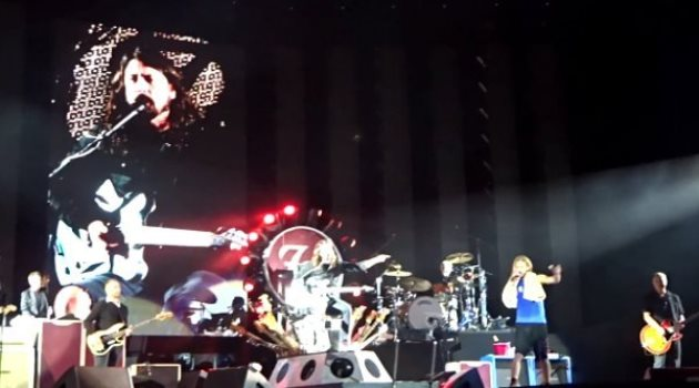 foo-fighters-performs-under-pressure-with-queen-led-zeppelin-members
