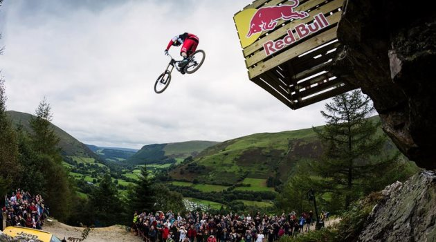gee-atherton-flies-high-over-the-road-gap