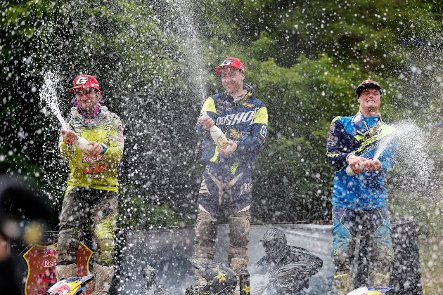 graham-jarvis-alfredo-gomez-and-wade-young-celebrate-on-the-red-bull-romaniacs-2016-podium