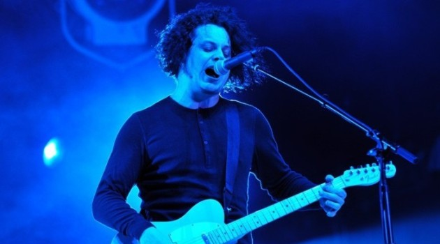 jack-white-lollapalooza-chicago-2012-17-700x465