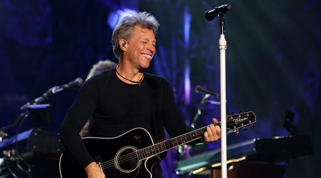 jon-bon-jovi-of-bon-jovi-performs-live-on-stage-at-the-singapore-formula-one-grand-prix