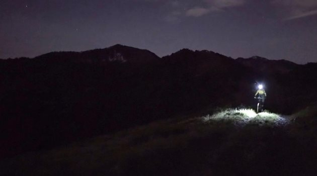 raw-100-moonlit-enduro-mtb-with-ews-s-cody-kelley