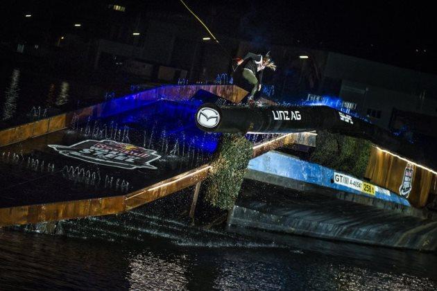 red-bull-wake-of-steel-2016-podio-james-windsor-tercero